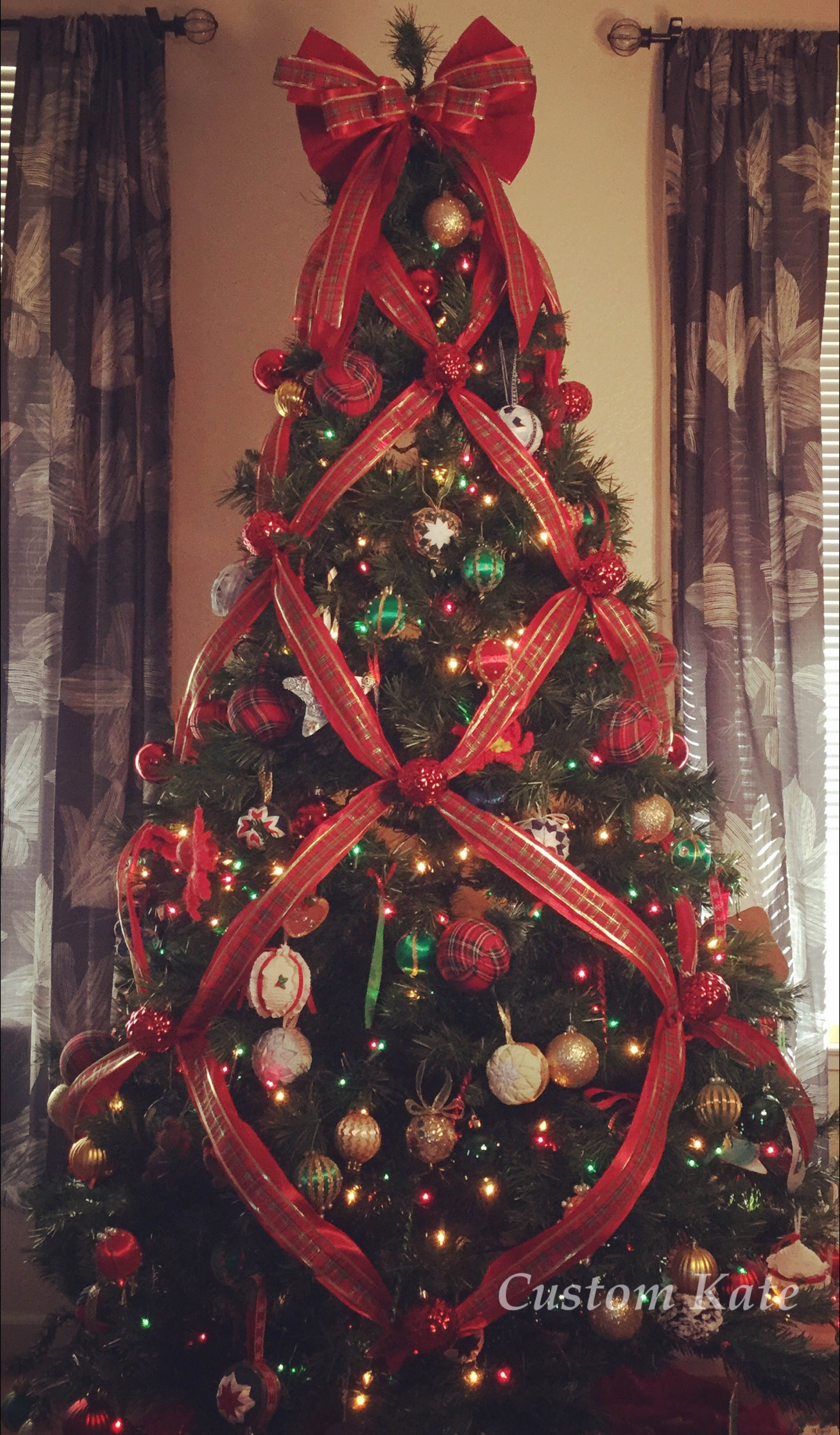 before after - Criss Cross Ribbon Christmas Tree