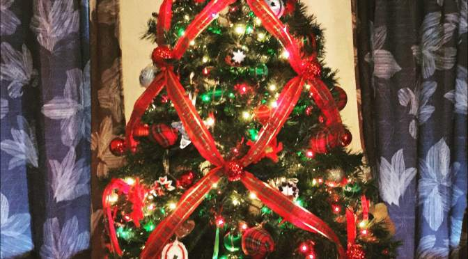 wrap your christmas tree in criss cross ribbon - Criss Cross Ribbon Christmas Tree